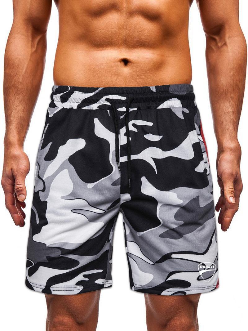 Sommer 2020 Ducati Männer Printed Shorts beiläufige Art und Weise der Männer Camouflage Laceup Strand Hosen Männer gerade Fivepoint Hosen T200502