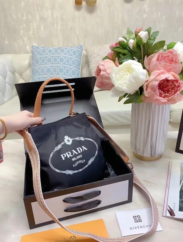 2020 Hot solds Damentaschen Designer Handtaschen Geldbörsen Umhängetaschen Mini-Kette Tasche Designer Umhängetaschen Messenger Tragetasche Clutch Bag E08
