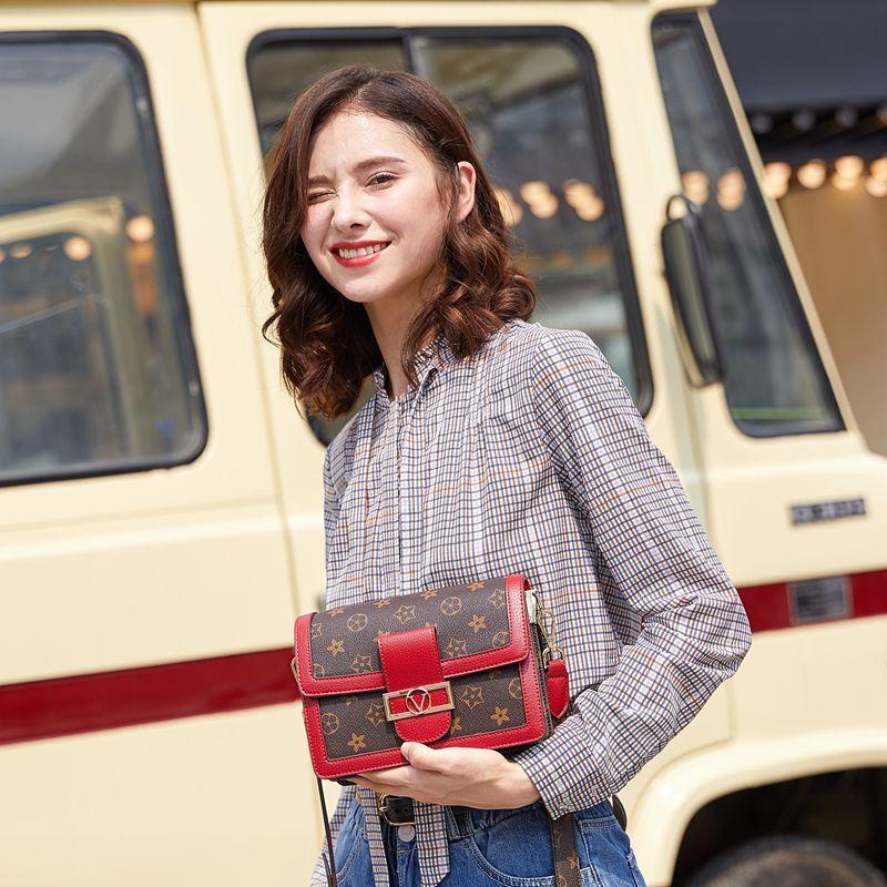 Оптовая женская маленькая квадратная сумка повседневная сумка-мессенджер ins niche female bag multi-function 2020 L9555