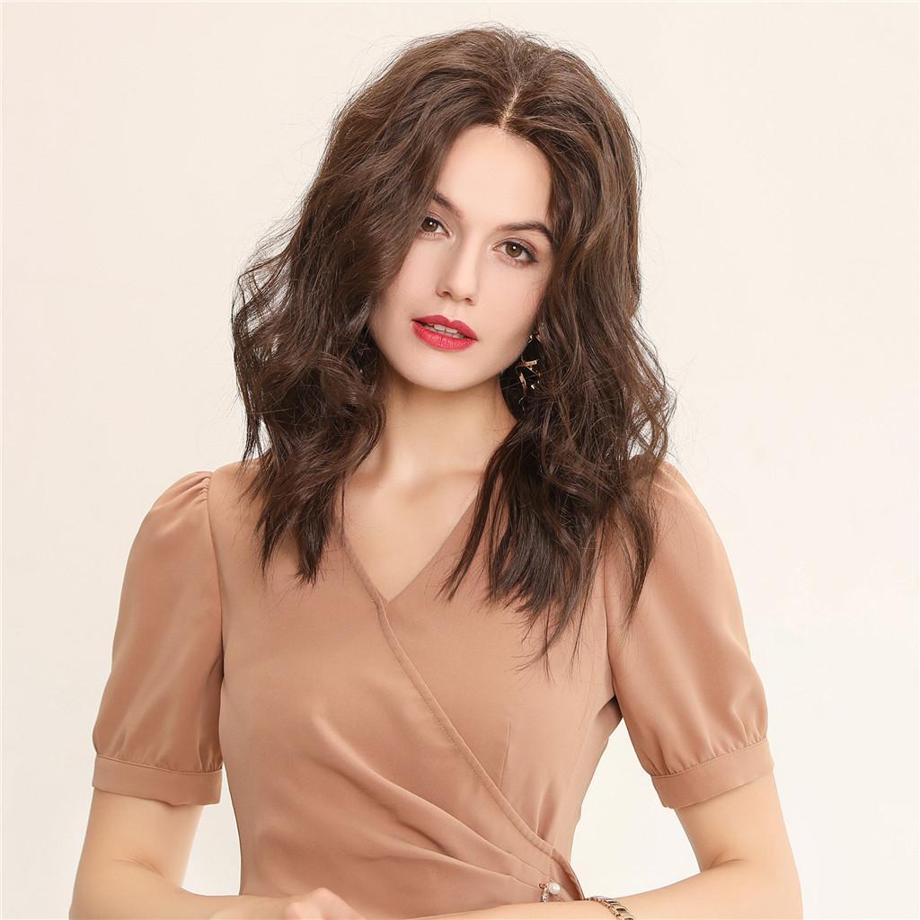 16 인치 블랙 / 화이트 여성을위한 레이스 전면 합성 섬유 가발, 130 % 밀도 물결 모양의 긴 곱슬 가발 천연 헤어 라인, 다크 브라운