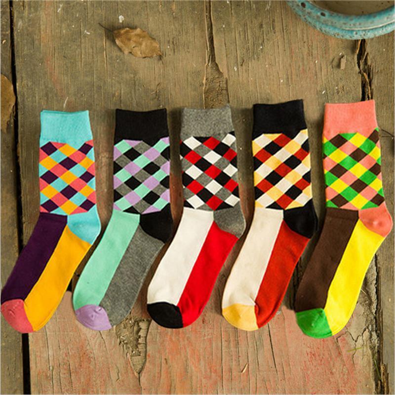 Nuovi calzini uomini di arrivo di cotone autunno-invernali da uomo colorato striscia calzino comodo calzini neri traspiranti