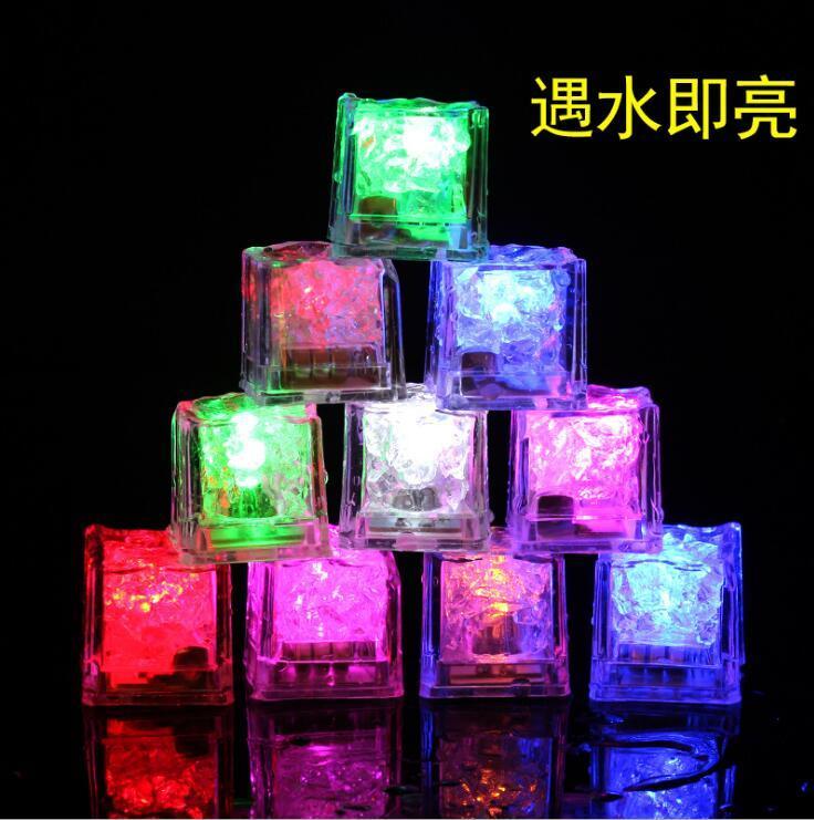 Mulit - colores Mini Cubo Luminoso Romántico LED Cubo de Hielo Artificial Flash Luz LED Fiesta de Decoración de Navidad para Bodas