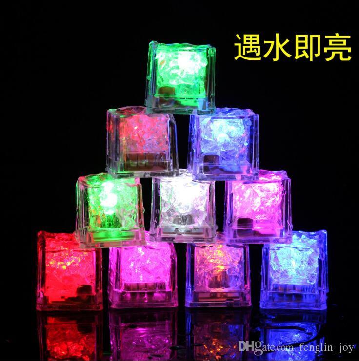 Mulit - Farben Mini Romantic Luminous Cube LED Kunsteiswürfel Flash LED Licht Hochzeit Weihnachtsdekoration Party