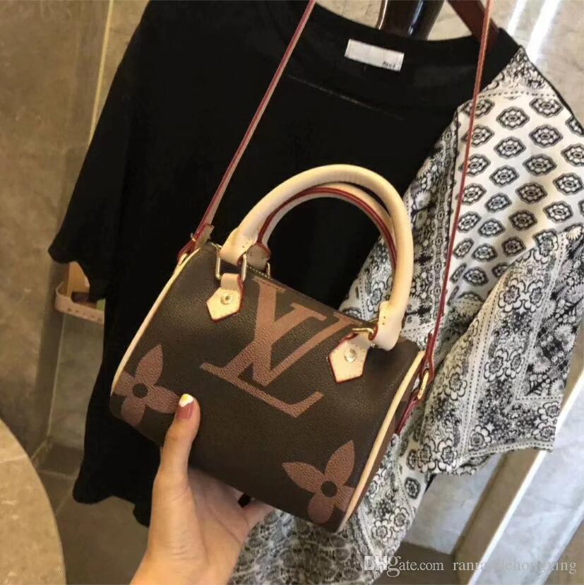 2020 Tasarımcı çanta moda kaliteli kadın omuz çantaları aksesuar zincir yatma çubuğu cüzdan açık çanta ücretsiz gönderim G000 perçinlemek