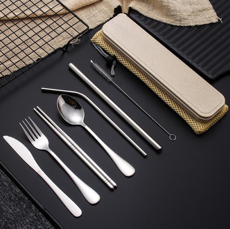 Edelstahl-Besteck Set Tragbare Besteck Set für Outdoor-Reise Picknick Geschirr Set Metall Stroh mit Kasten und Beutel Küchenzubehör