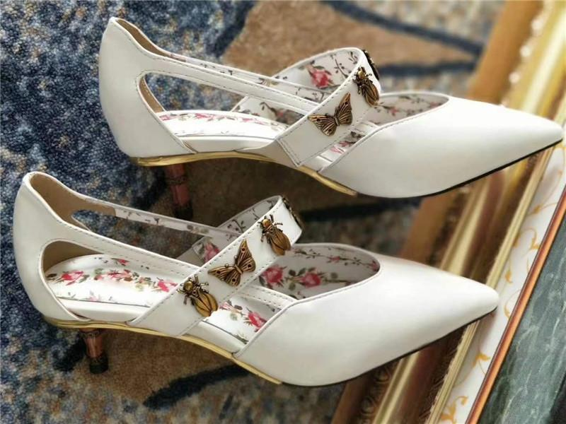 حار بيع- لربيع وصيف العلامة التجارية تصميم هريرة كعب مضخات المعادن فراشة الزهور أحذية للسيدات سلوب كعب الصنادل gladiator zapatos موهير