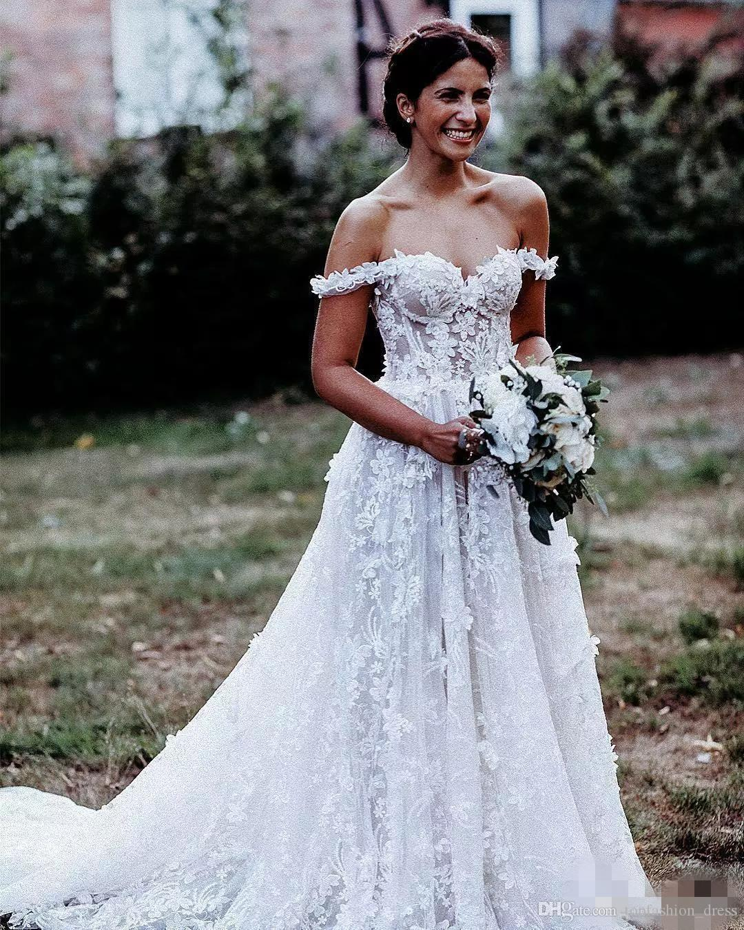 Vintage Elgeant Off the Shoulder Wedding Dresses A Line 3D Floral Applique Sweep Train 2019 Plus Size Custom Made Country Wedding Bride Gown