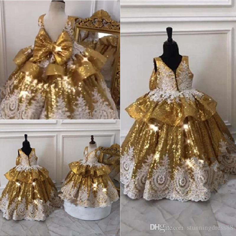 2020 BlingBling Gold Sequins Flower Girls Dresses For Wedding Party Ball Gowns V neck Ivory Applique Lace Cheap First Communion Dress