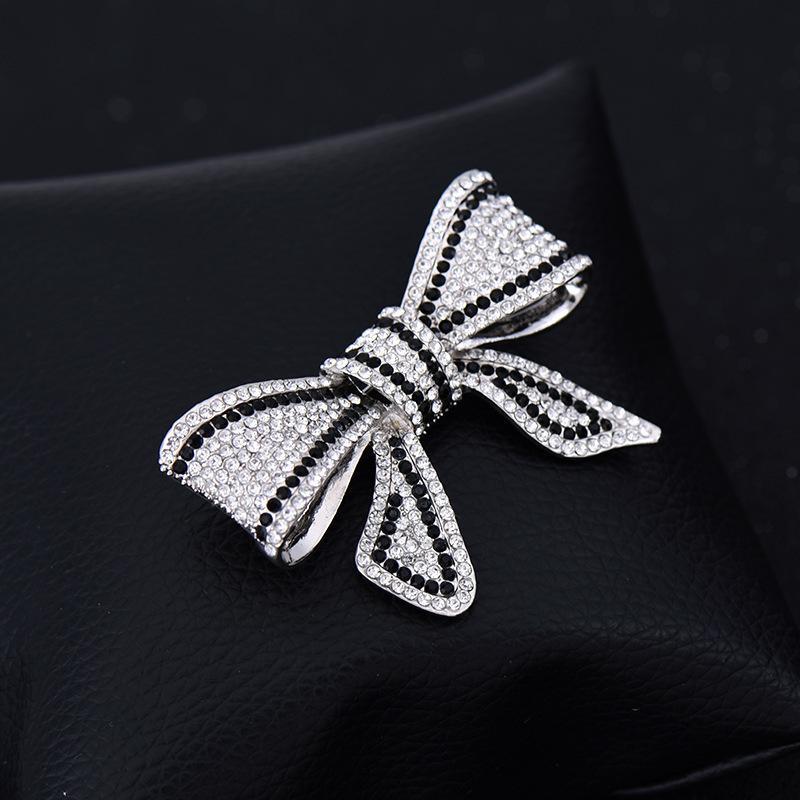 Yan Tang alliage noir et blanc strass arc vêtements Broche entièrement jeweled Accessoires Joker Plomb aiguille Pin Foulard en soie Boucle