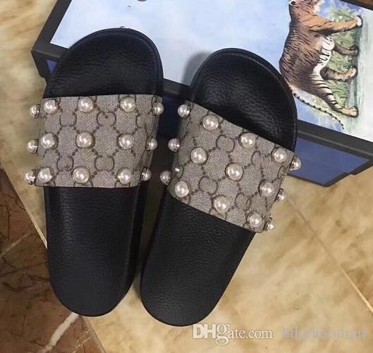 Neue Ankunfts-Männer und der Frauen Mode-verursachende Designer Sandalen mit Perleffekt und Goldfarbene Studs Designer Flip Flops