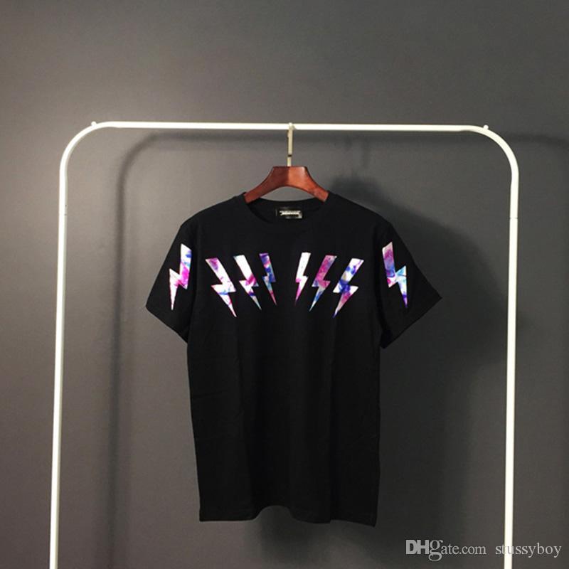 Mens Stylist T Shirt Hip Hop Mens estilista de alta qualidade de impressão camiseta Homens Mulheres Summer manga curta Tees Black White