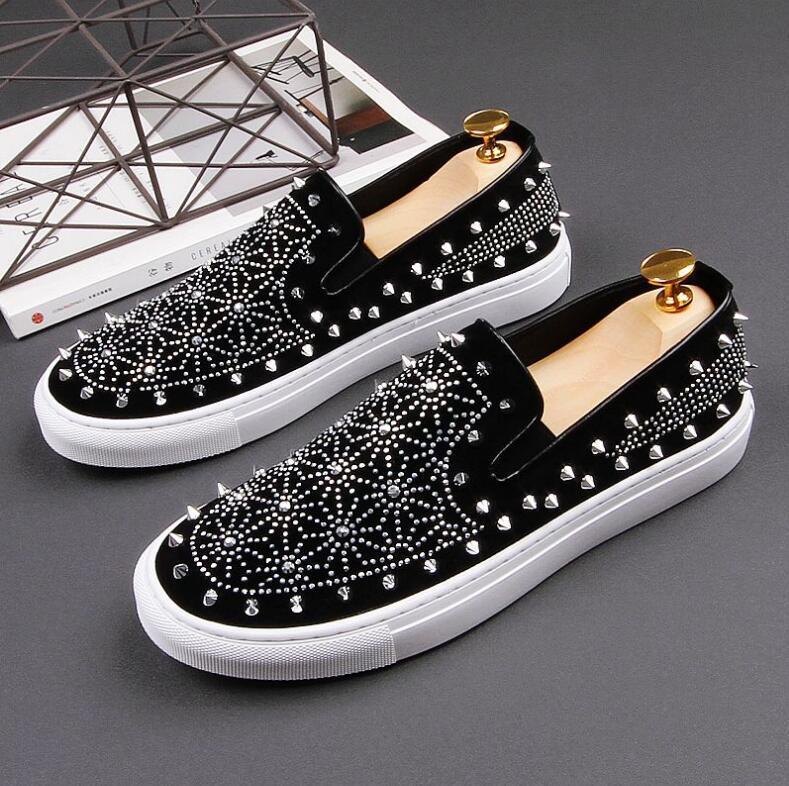 Il nuovo modo di lusso Spikes fannulloni Uomini Rivetti casual scarpe di cuoio della piattaforma Sneakers Mens di alta qualità del motociclo nero scarpe