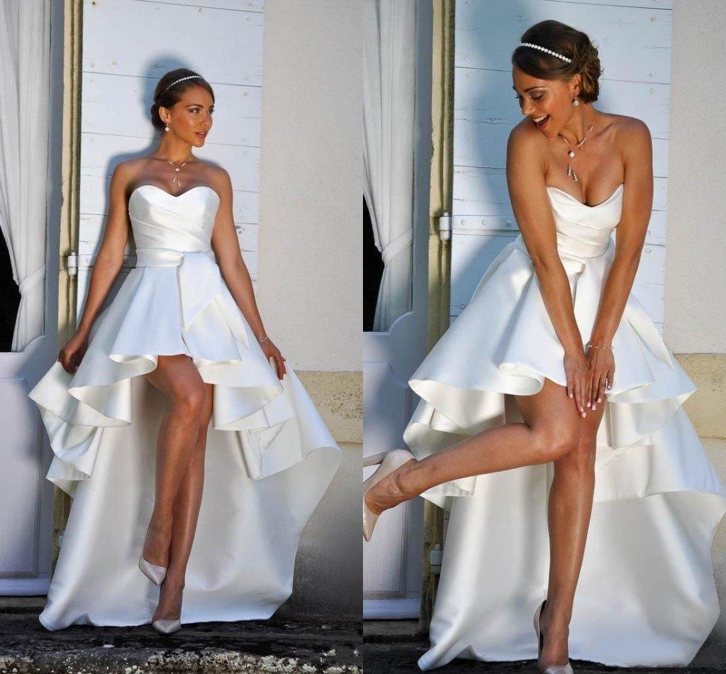 Haut bas robes de mariage courtes sans bretelles une ligne simple robe de mariée en satin plage robes de mariée en plein air sur mesure