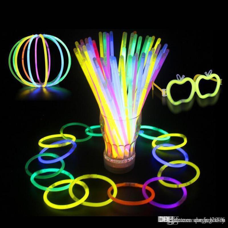 Çok Renkli Sıcak Glow Sopa Bilezik Kolye Neon Parti Yanıp Sönen LED Işık Sopa Değnek Yenilik Oyuncak LED Vokal Konser