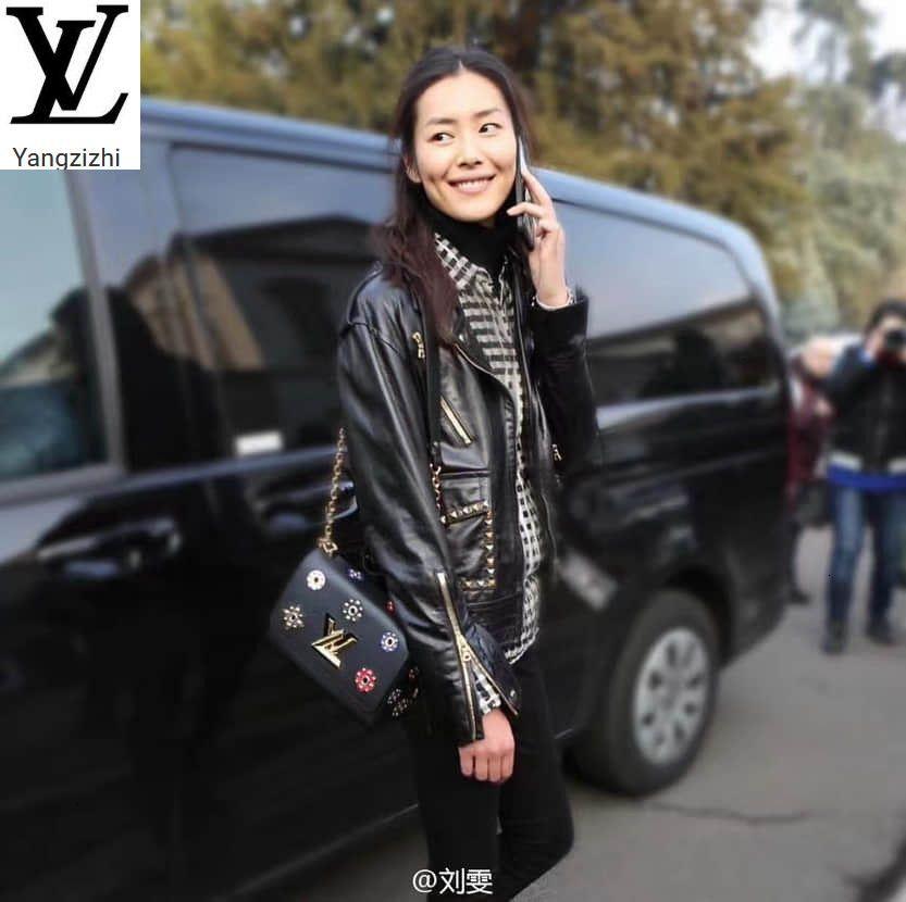 Yangzizhi New Studded Bouquet Pattern Black Leather Twist Medium Handbag M54217 Handbags Bags Top Handles Shoulder Bags Totes Evening