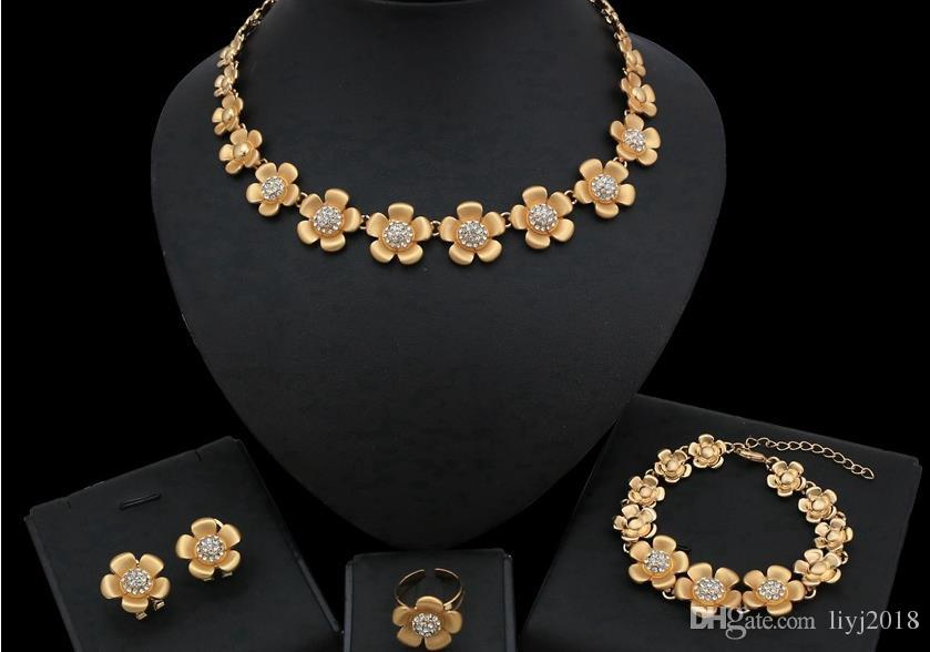 Европейская и американская внешняя торговая ювелирные изделия из четырех частей цветок кулон ожерелье серьги кольцевые браслеты ювелирные изделия набор свадебных аксессуаров