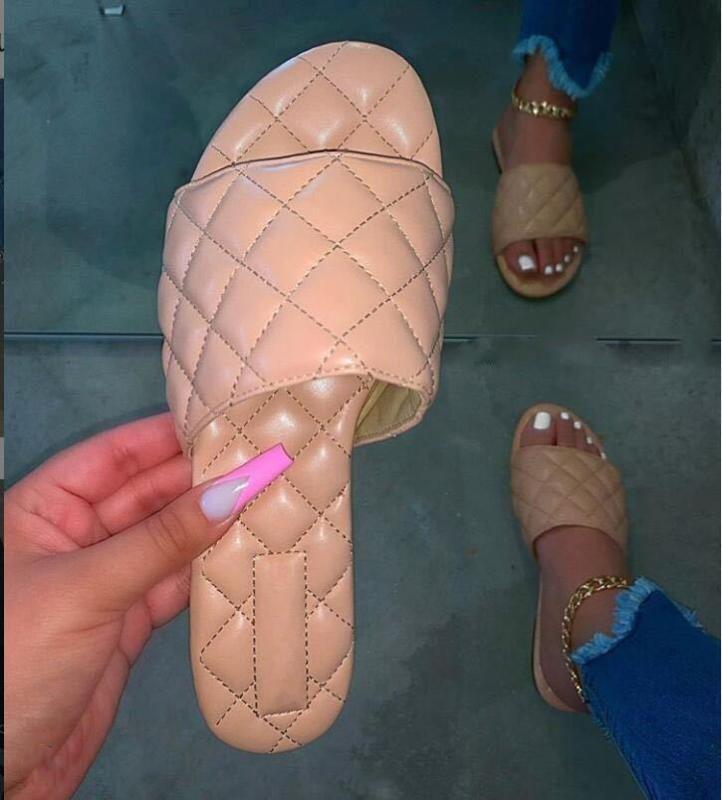 Cuero de las mujeres del verano que teje zapatillas de playa de punta abierta sandalias planas del talón de los zapatos elegantes atractiva al aire libre diapositivas Mujeres 2020 Nueva Fashio