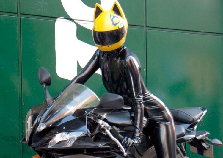 NITRINOS motocicleta capacete completo com orelhas de gato cor amarela Personalidade do gato da forma do capacete Moto Capacete para mulheres