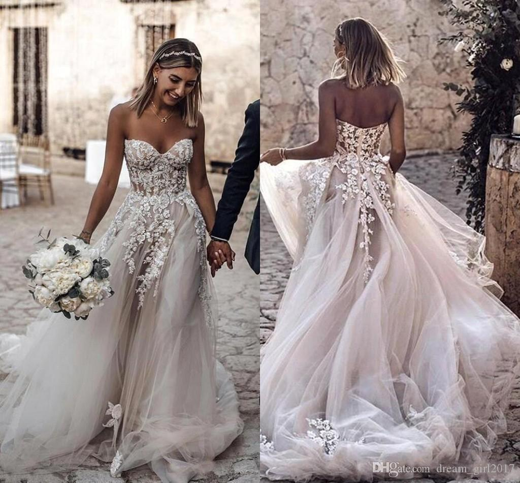 2.019 Tamaño barato más el estilo de país 3D Floral Apliques Una línea de vestidos de novia de Bohemia Vestidos de novia para novias robe de mariée