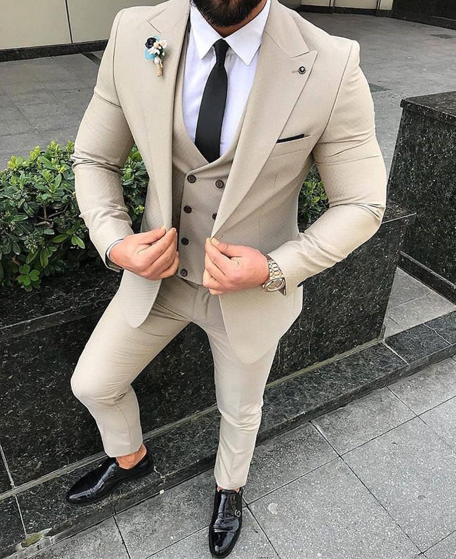 Nouveau Arrivée Beige Hommes 3 Piece Suit Slim Fit Les hommes de mariage Smokings pic One Button Blazer Lapel costumes d'affaires formel (veste + pantalon + Gilet)