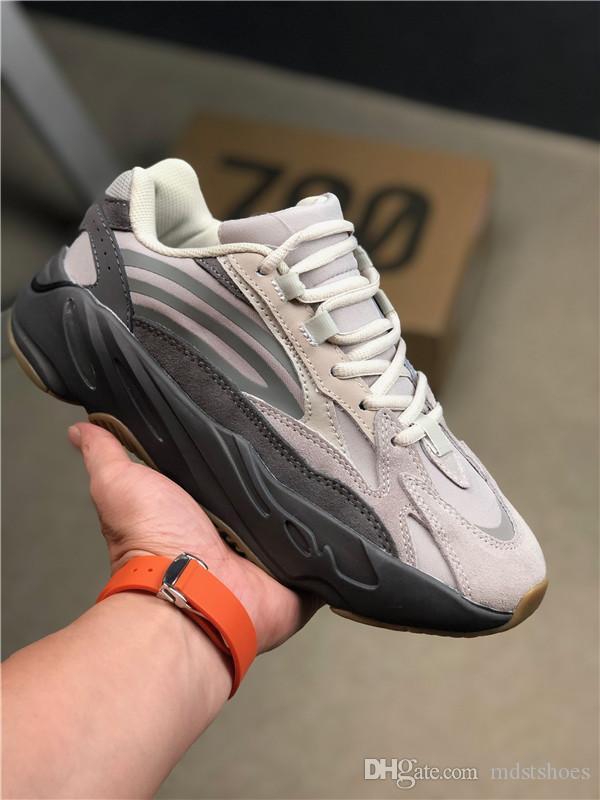 2019 Vente 700 V2Tephra Utilitaire Gris Noir Solide Vanta réfléchissant Kanye West Hommes Femmes Chaussures de course de sport Chaussures de sport