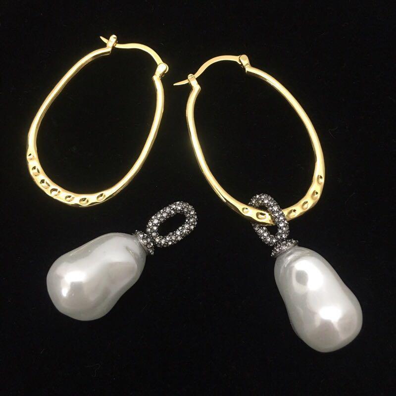 Diseñador clásico al por mayor de la vendimia-redondo del círculo de oro hueco con encanto de la perla blanca cuelga los pendientes de gota de la joyería para las mujeres