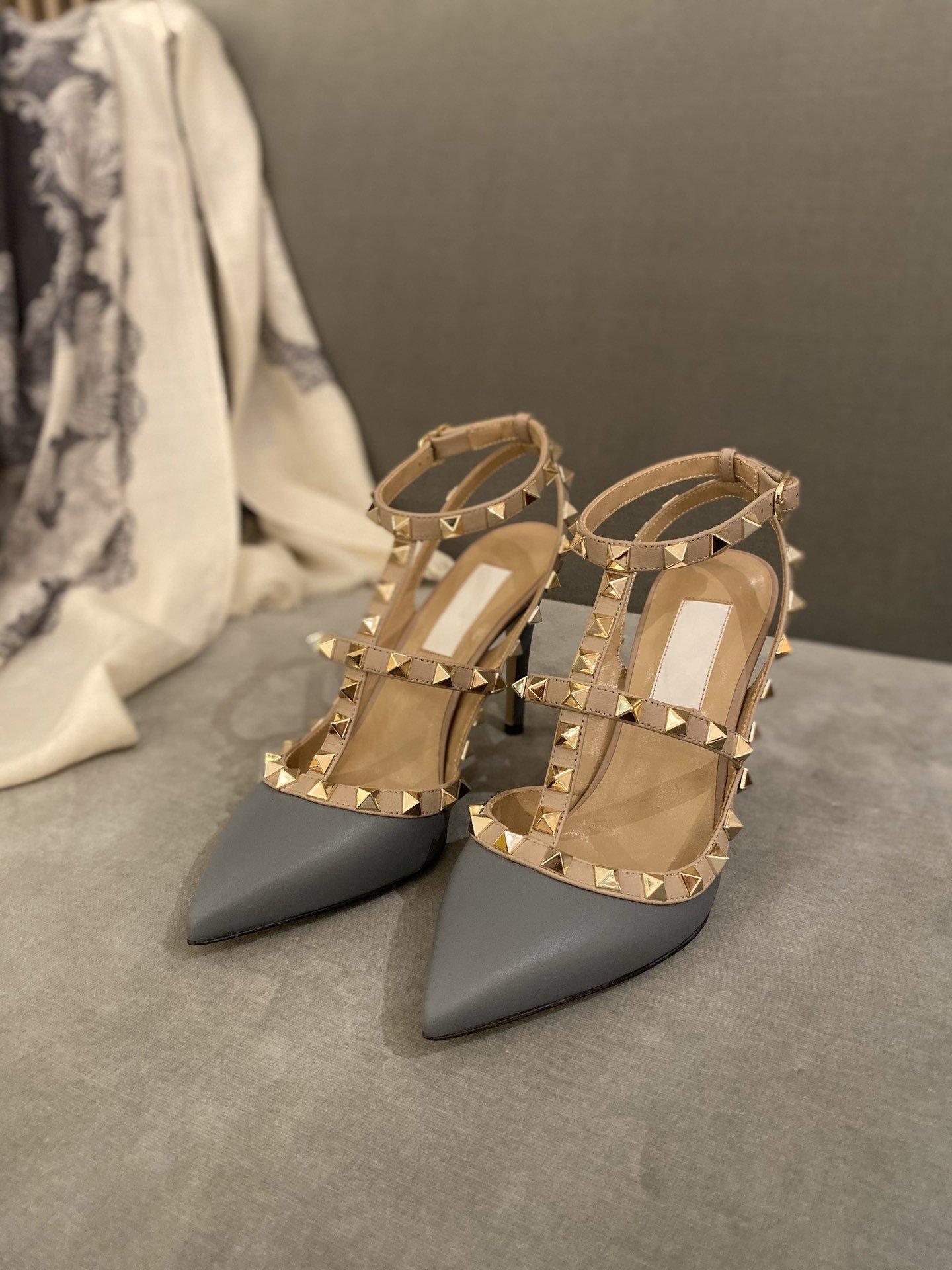 Klasik Tasarımcı Sıcak satmak Lüks Dikenler deri T Bilek Kayışı Sivri Burun Yüksek Stiletto Rockstud İki Kayış Sandalet Topuk Ayakkabı