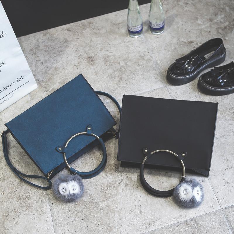 E skybag style coreano spalla anello di ferro con una versione di borse decorative a sfera di lana alla moda smerigliatura obliqua nuovo all'ingrosso wit wit drol