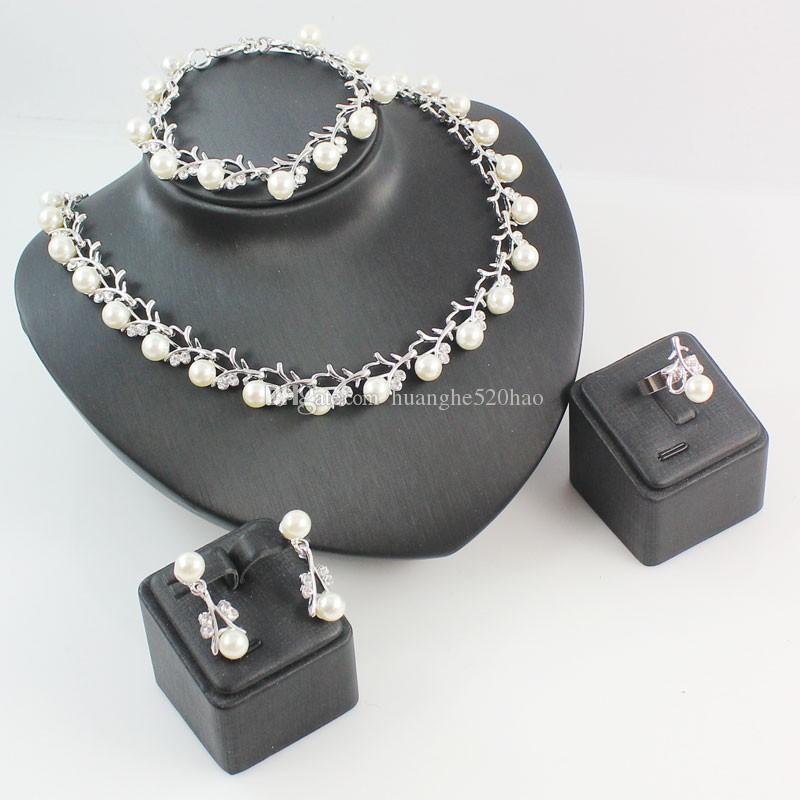 Oído de la joyería collar de perlas de imitación clásica pulsera de plata del anillo \ plateado de oro cristalina clara nupcial Establece los regalos del banquete de cumpleaños