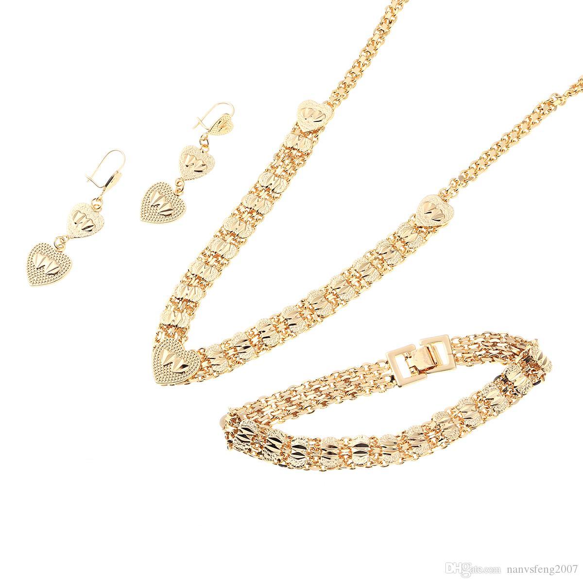 Insiemi dei monili del cuore Cuore nuziale Collana nuziale degli orecchini del braccialetto della collana di colore dell'oro africano nuziale delle donne
