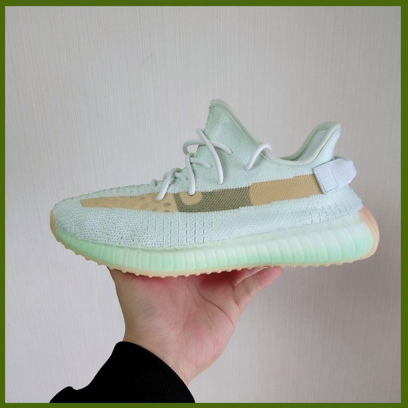 Sapatos Novel Kanye West Shoes Designer Sneakers Reflective verdadeira forma Hyperspace argila estática formadores exteriores Branco Preto Brilho para barato