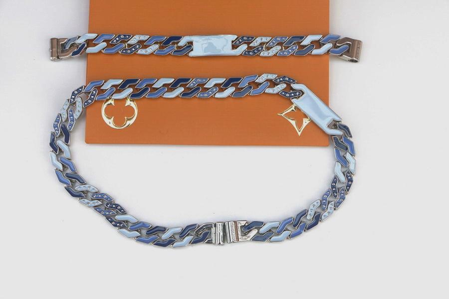 أوروبا أمريكا نمط الرجال الهيب هوب التيتانيوم الصلب المينا محفورة أربع ورقة زهرة v الأحرف الأولى سميكة الكوبي سلسلة ربط قلادة bracelet01