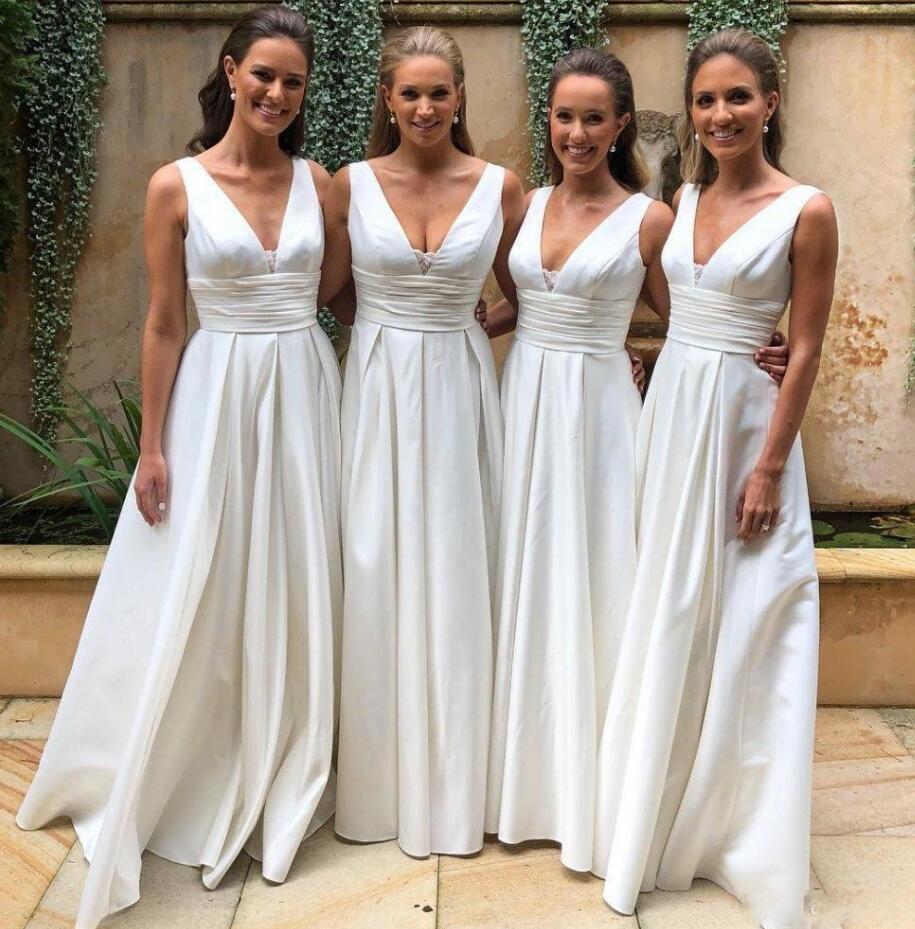 Vestidos de dama de honor de campo de marfil 2019 Profundo en V cuello longitud jardín playa vestido de invitado Maid of Honor Women Evening Party Bats