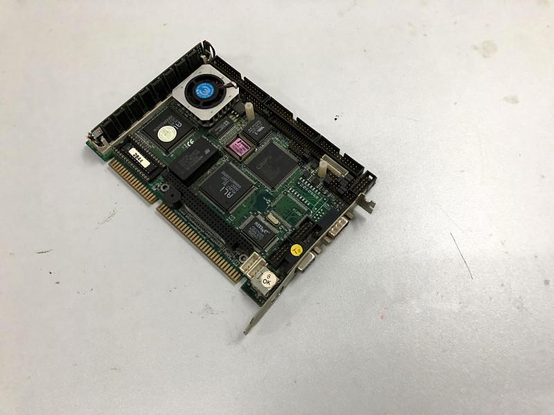 Nice Original IPC Board sbc8243 REV: A4 ISA Slot Industrial motherboard Half-Size CPU Card PICMG10 Onboard CPU with RAM