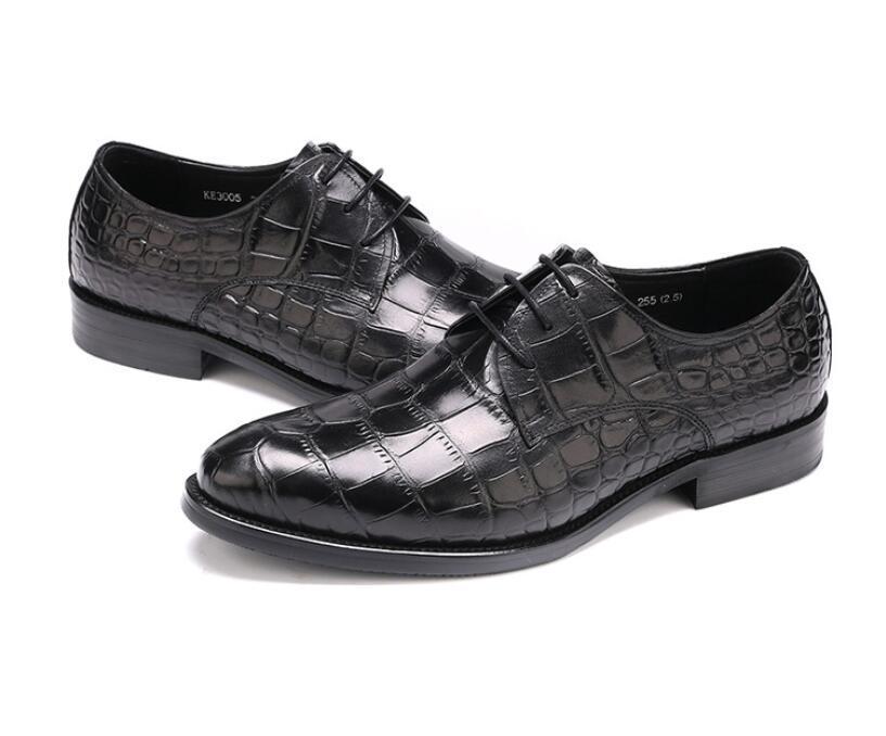 2020 Rosa Roxo Azul Couro homens usam sapatos de trabalho Estilo Rodada Toe Soft-Sole Couro Moda Wedding Shoes Oxfords Homme