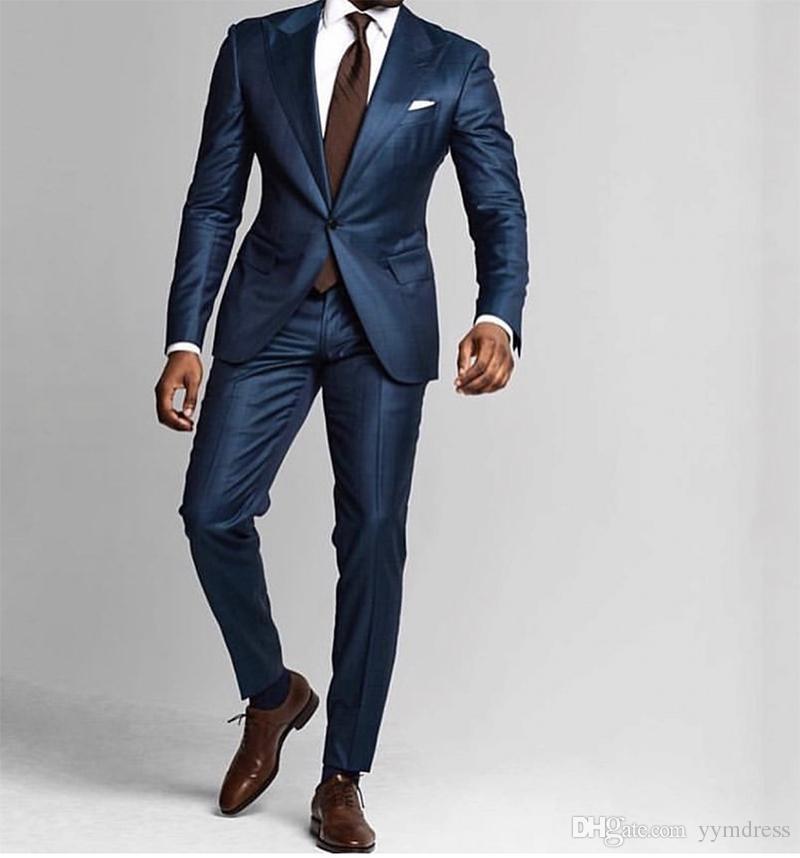 Trajes de hombre azul oscuro 2021 TUXEDOS DE BODA SLIM FIT One Button Playa Playa Groomsmen para hombres Sola de pico Traje de fiesta formal (chaqueta + pantalones + corbata)