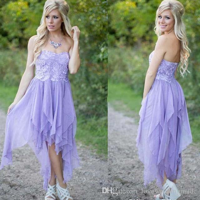 Simples luz roxa curto vestidos de dama de honra com strapless lace chiffon na altura do joelho país vestidos de hóspedes do casamento