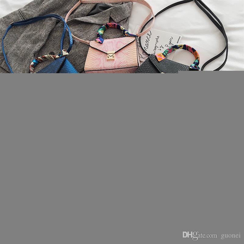 Designer-Snake modello 2019 nuovo autunno e l'inverno della moda in Europa e negli Stati Uniti inclinazione sciarpa di seta le piccole signore borsa quadrati sacchetto portatile