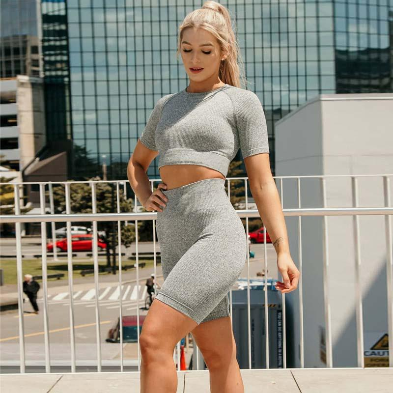 2020 короткий рукав эластичного сексуальное растениеводства вершины леггинсы 2 две части комплекта летней женщина спортивной одежды спортивный костюм
