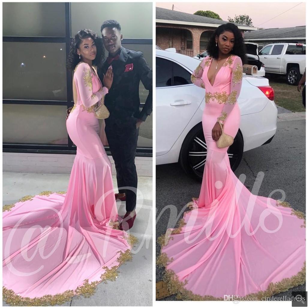 2020 Modest Rosa Långärmad Prom Klänningar Sexig Deep V Neck Guld Applique Backless African Evening Special Occasion Dress