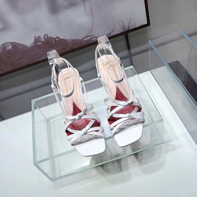 40% classiques vente au rabais chaud sandales talons moyen pour les concepteurs des femmes de la marque Dropship boutique en ligne d'usine