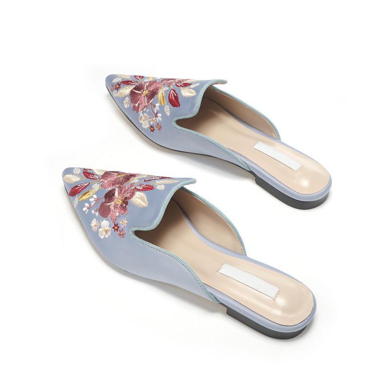 fiori classici 2020 caldi nuovi muli signora Santin pantofole delle donne del ricamo a punta di seta della punta dello slip-on blue pantofole nere
