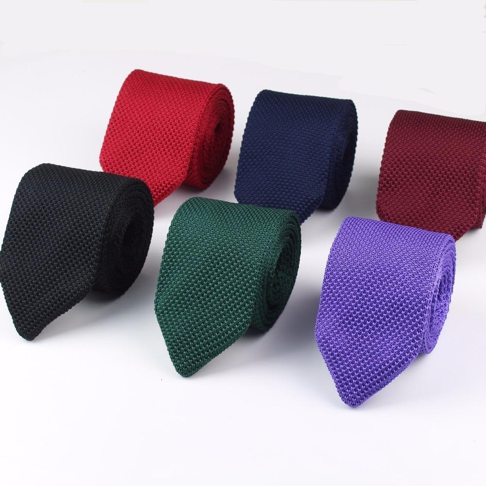 Nuevo de punto de punto de ocio Triángulo sólido del pañuelo diseñador lazos del color normal de Sharp Corner corbata tejida clásica de los hombres
