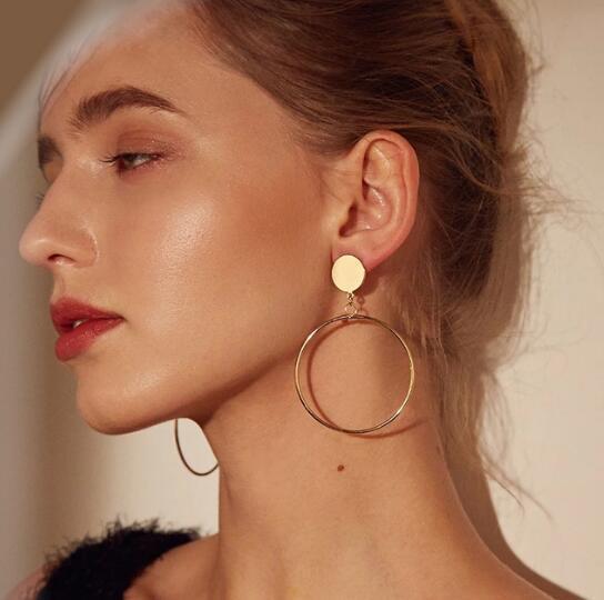 Neue Art und Weise Runde baumeln Tropfen koreanischen Ohrringe für Frauen Geometrische Runde Herz-Goldohrring Hochzeit Schmuck