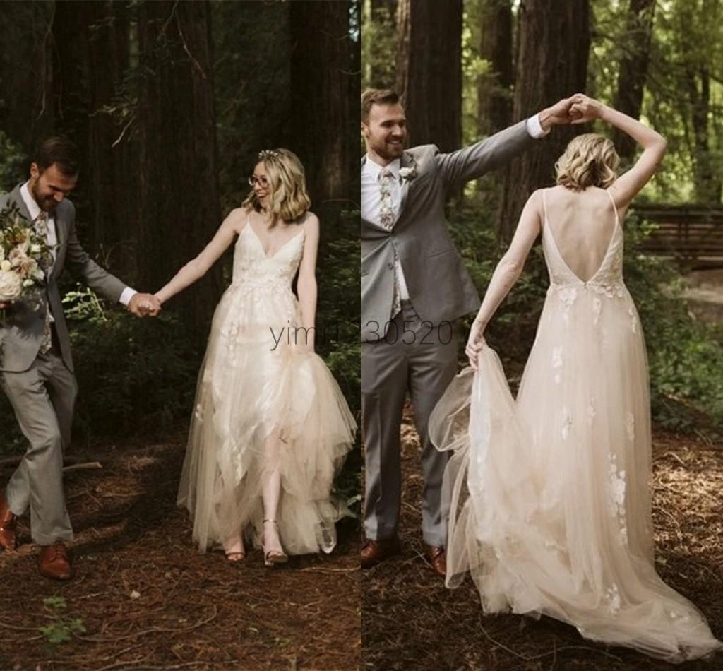 Vestidos De Noiva boémio Vestidos De Noiva esparguete comboio sem costas Appliques Garden Country Beach Vestidos De Noiva robes de mariée Plus Size