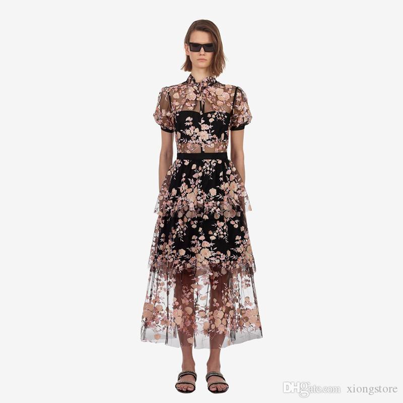 Bir Çizgi Dantel Kısa Kollu Lüks Kadın Örgü Uzun Elbiseler 2019 Pist Yaz Nakış Çiçek Standı Patchwork Ruffles Tatil PartyDress