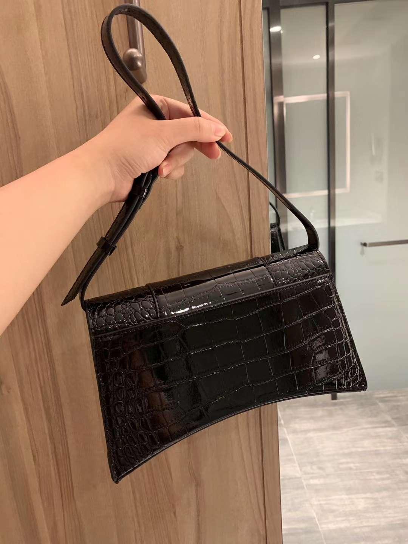 freeship ysiykiy 2020 Yepyeni En kaliteli Kadın çantası Hilal şekli alışveriş çanta omuz çantası B torbaları çanta
