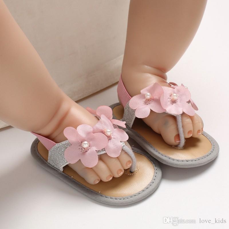 Yeni tasarım kız sandalet yaz sevimli bebek çiçek ilk ayakkabı Yumuşak Elastik Ayakkabı kaymaz 0-1 T