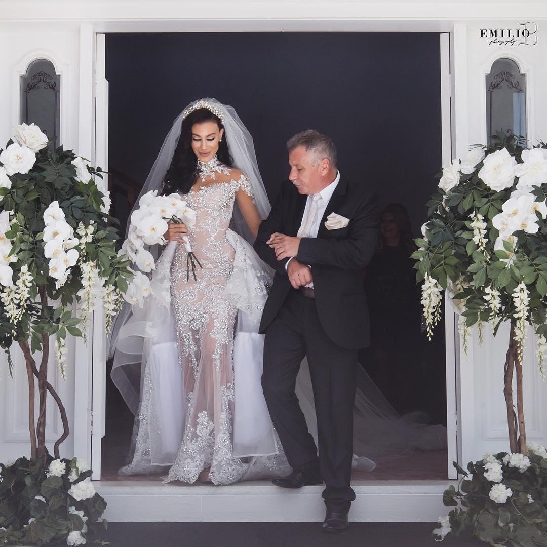 2021 Luxury Crystals Mermaid Wedding Dress Beaded Applique Long Sleeves Sexy Gorgeous Dubai Bride Gown Overskirt robes de mariée