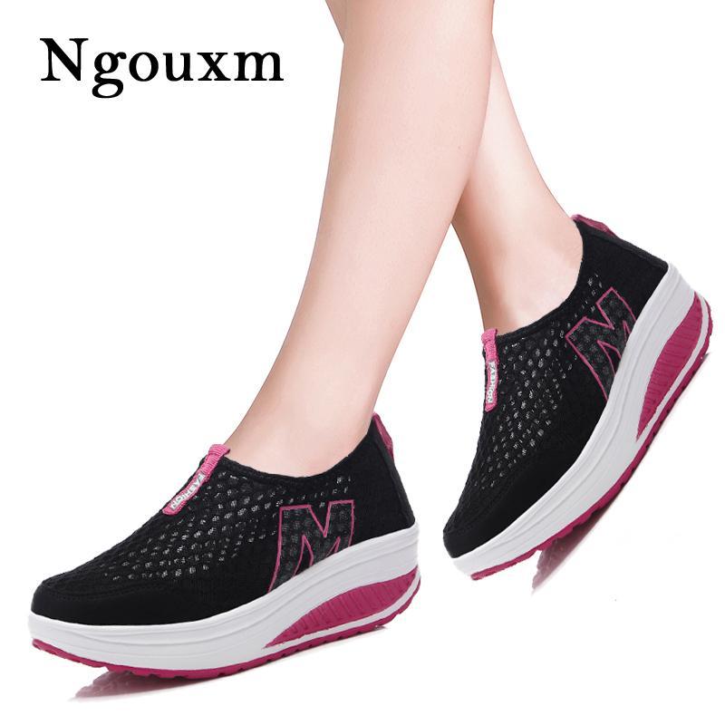 Ngouxm donne degli appartamenti della piattaforma Sneakers estate scarpe da donna donna nuova femmina Soft Comfort Slip On Shallow maglia fitta Formato dei pattini 42 CJ191226